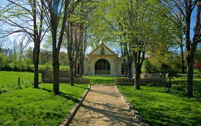 Chapelle du tombeau de Saint Cérats - vue de loin -